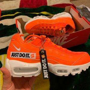 Air Max 95 'Just Do It' (Size: 8.5 M)